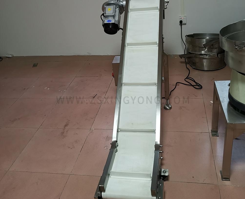 Single bend finished product conveyor
