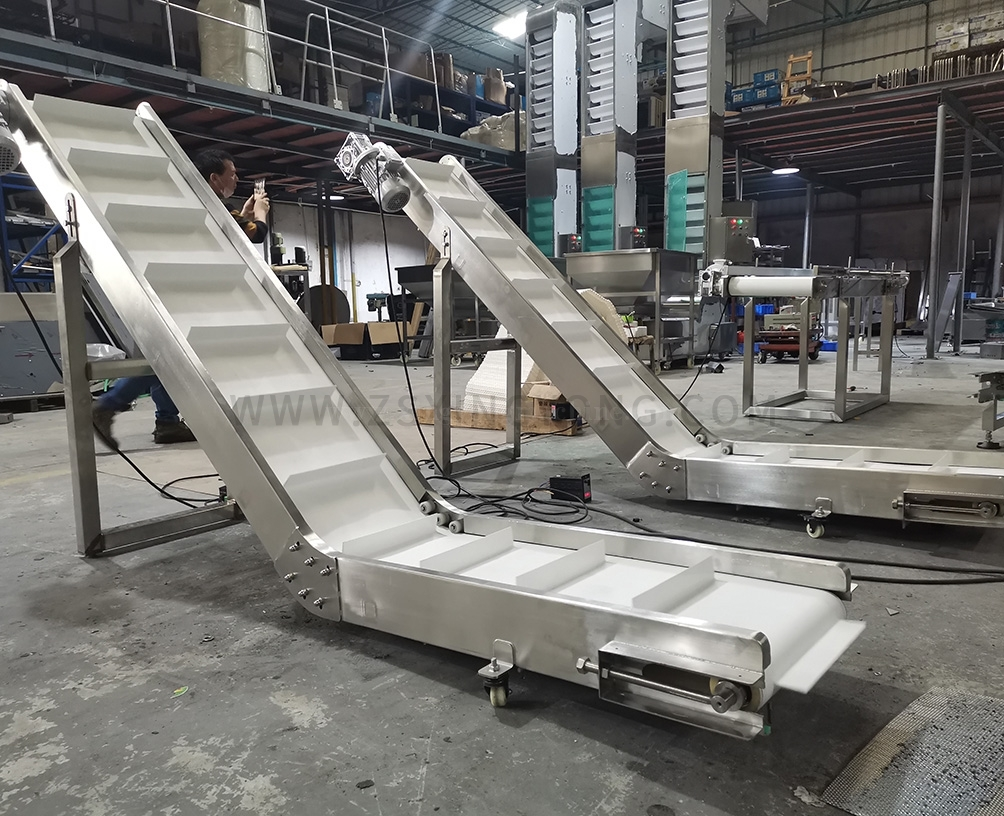 Single-curved belt finished product conveyor
