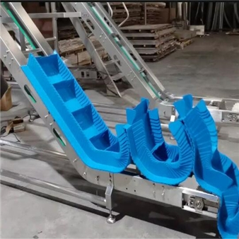 Blue PP chain board inclined conveyor